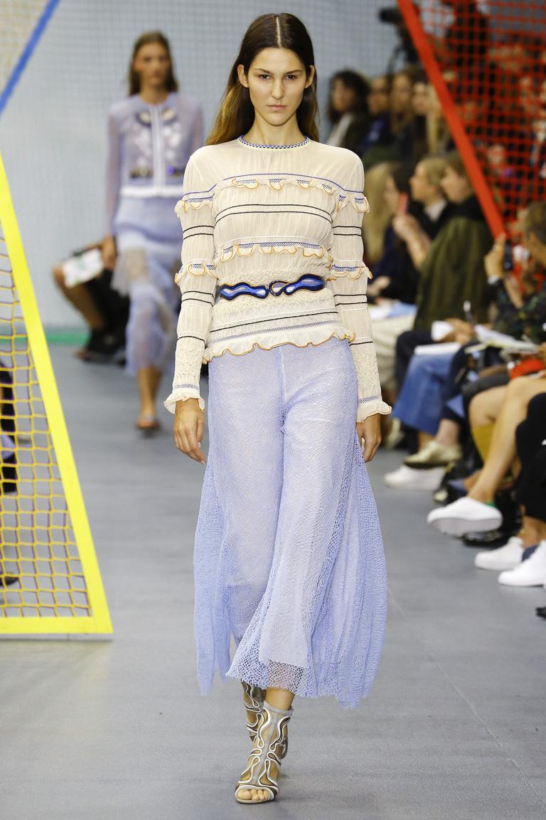 Фото модного свитера 2016 в полоску – фото коллекции Peter Pilotto