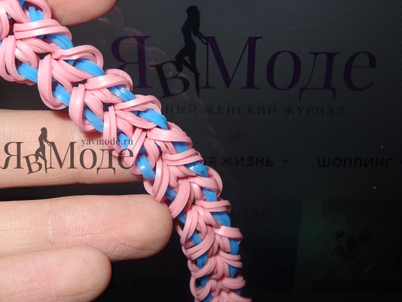 Браслет майями из двухцветных резинок