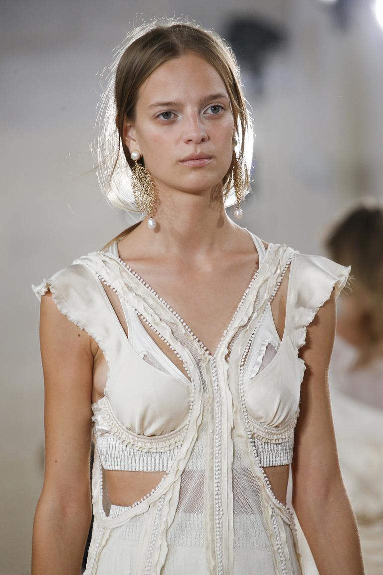 Модный макияж 2016 – фото тренды в коллекции Balenciaga