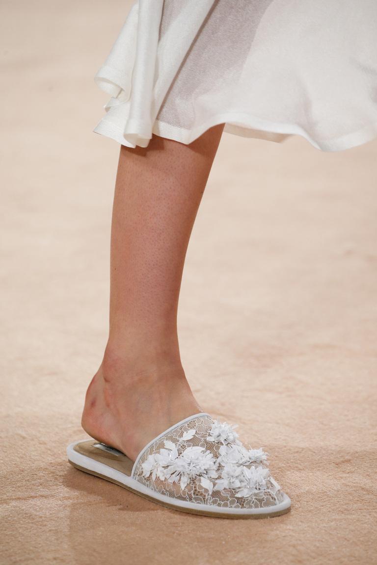 Модная обувь 2016 – кружевные тапочки – фото новинка от Balenciaga