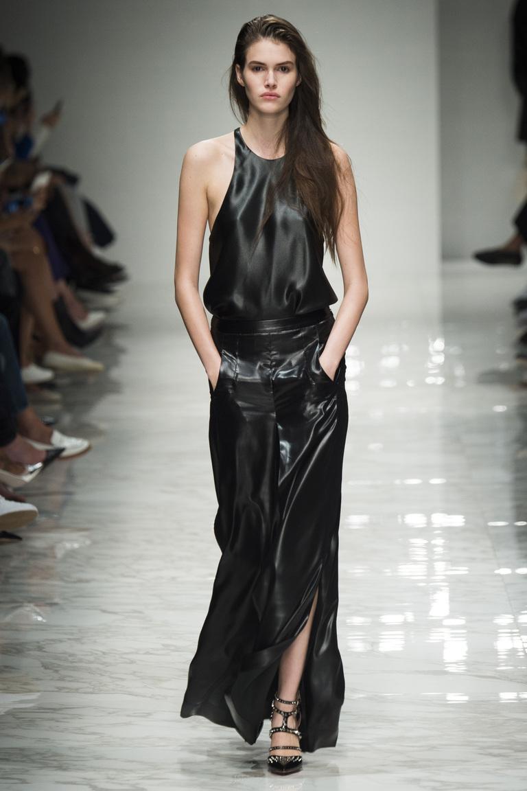 Длинное кожаное платье 2016 года – фото новинка от Blumarine