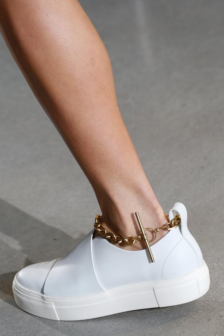 Белые кеды с цепочкой – фото модной обуви 2016 от Calvin Klein