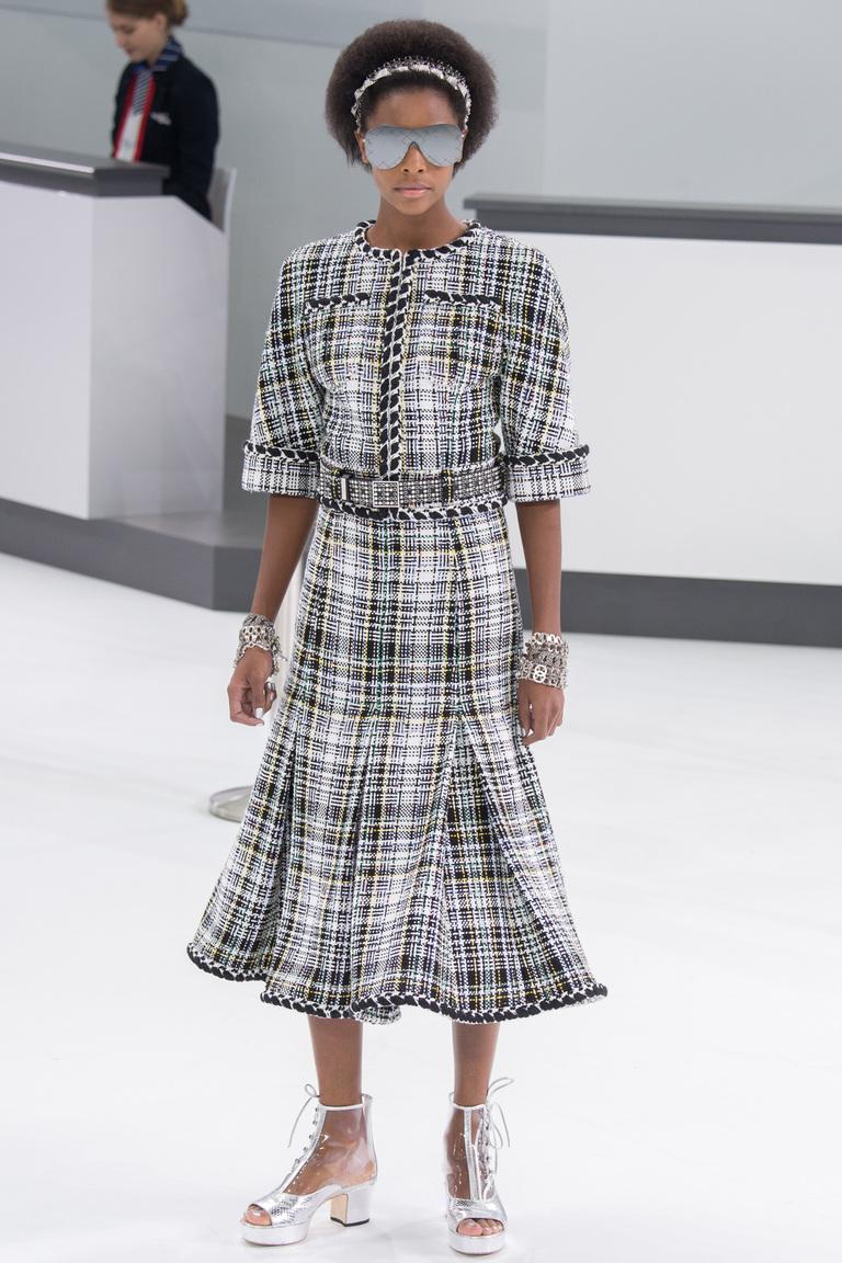 Серое модное платье в клетку 2016 года – фото новинка в коллекции Chanel