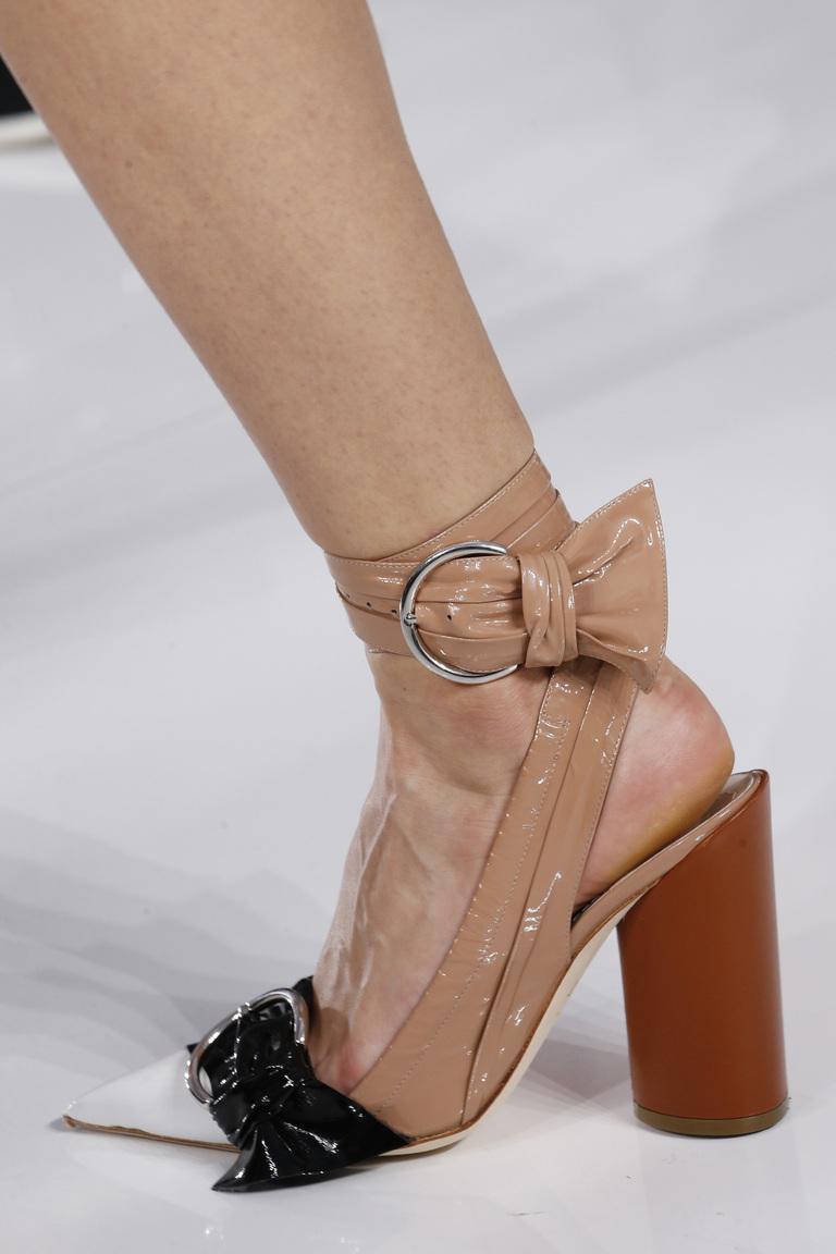 Модная обувь 2016 с крупным каблуком – фото новинка в коллекции Christian Dior