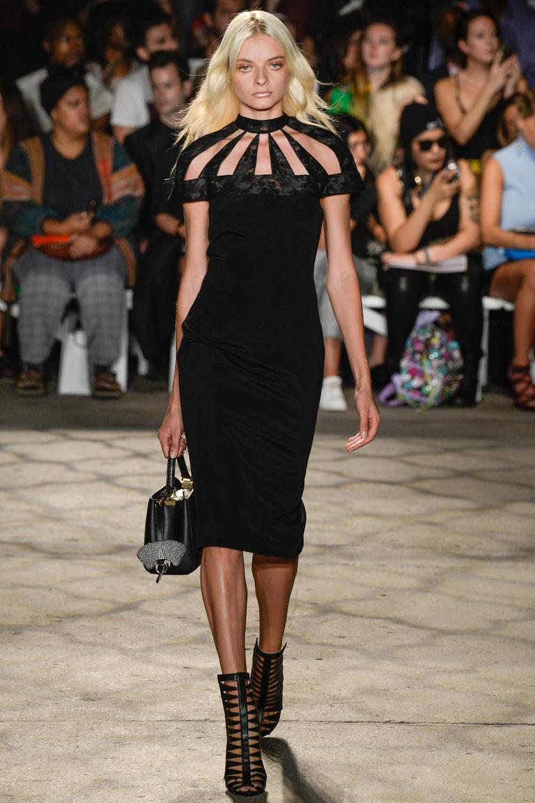 Оригинальная модель черного платья 2016 – фото новинки от Christian Siriano