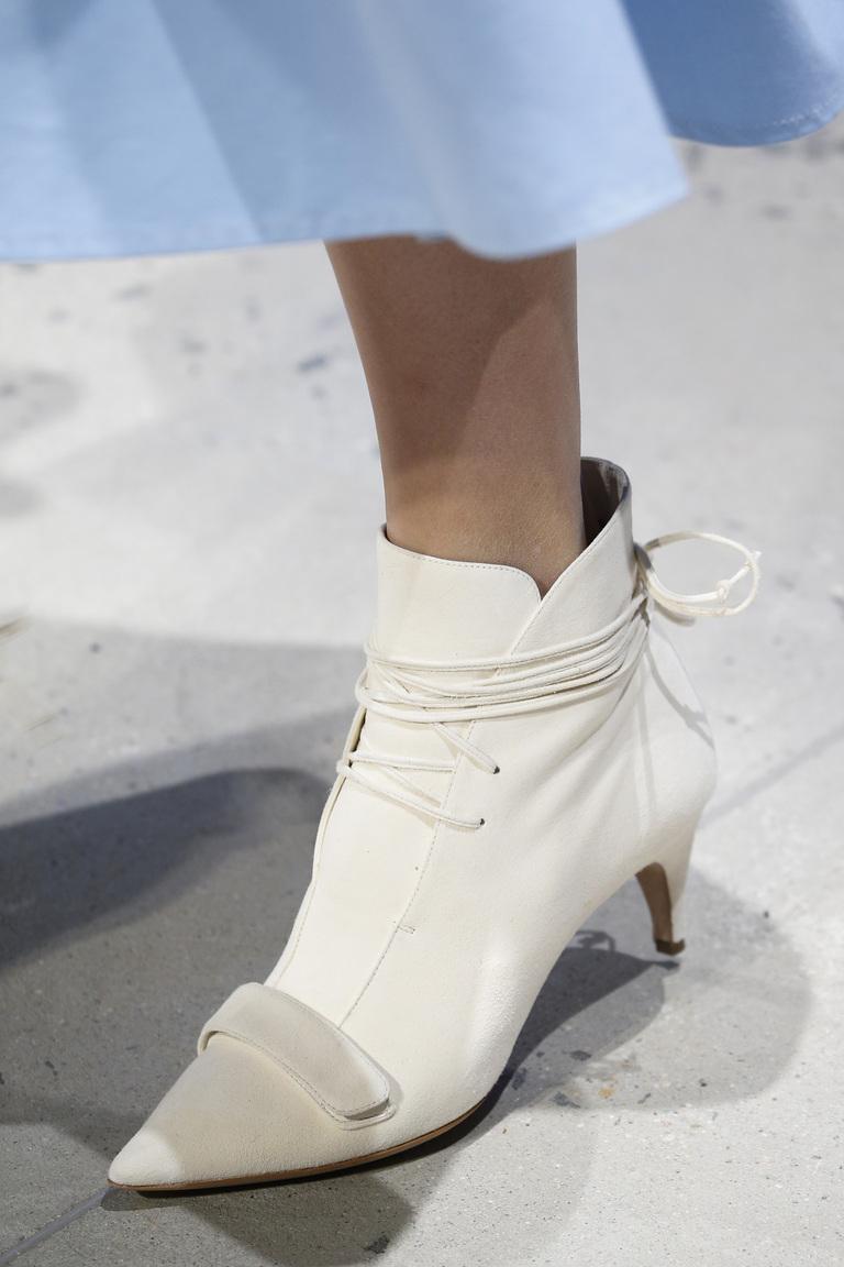 Белая модная обувь 2016 с острым носом – фото новинка в коллекции Derek Lam