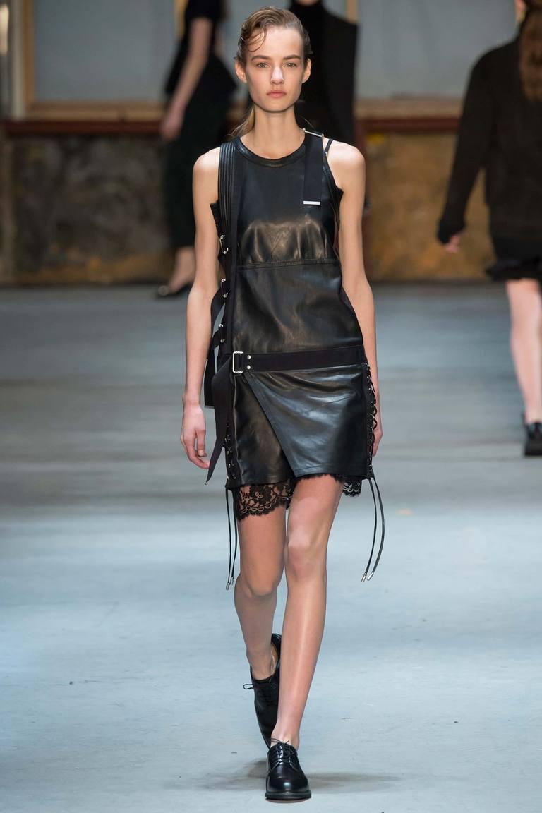 Модное кожаное платье 2016 с кружевом – фото новинки Diesel Black Gold