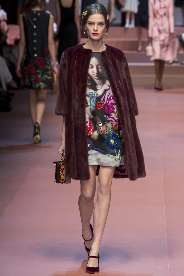 Бордовая модная шуба 2016 – фото новинка в коллекции Dolce & Gabbana