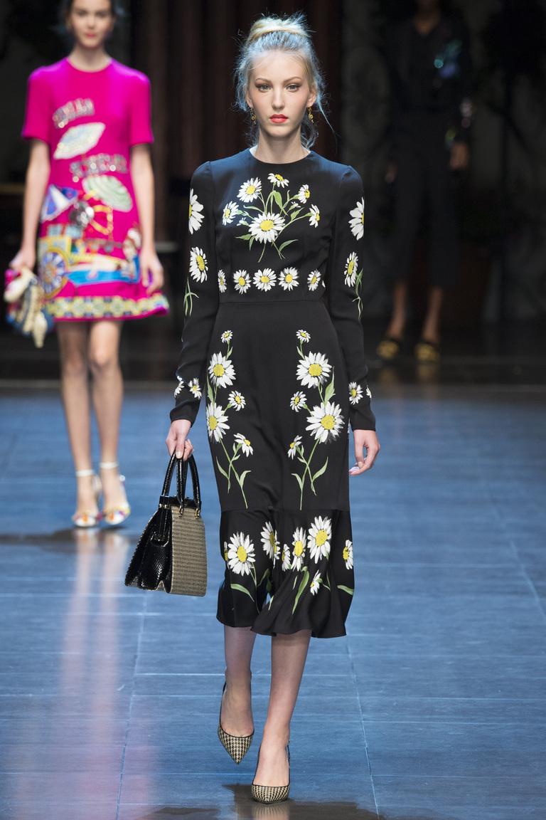 Длинное модное черное платье 2016 с ромашками – фото новинка от Dolce & Gabbana