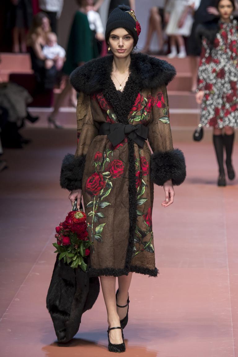 Модная дубленка 2016 с цветами – фото новинка в коллекции Dolce & Gabbana