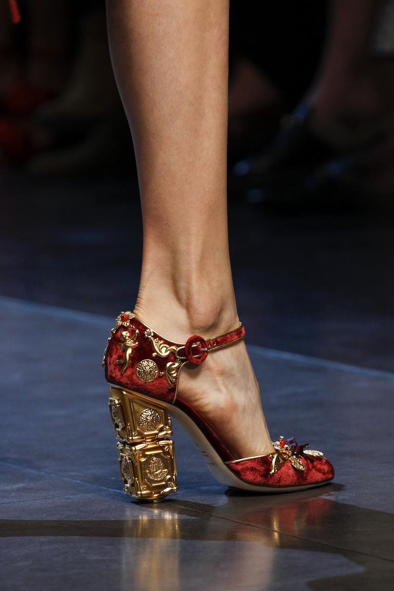 Модные туфли 2016 с крупным каблуком – фото новинка в коллекции Dolce & Gabbana