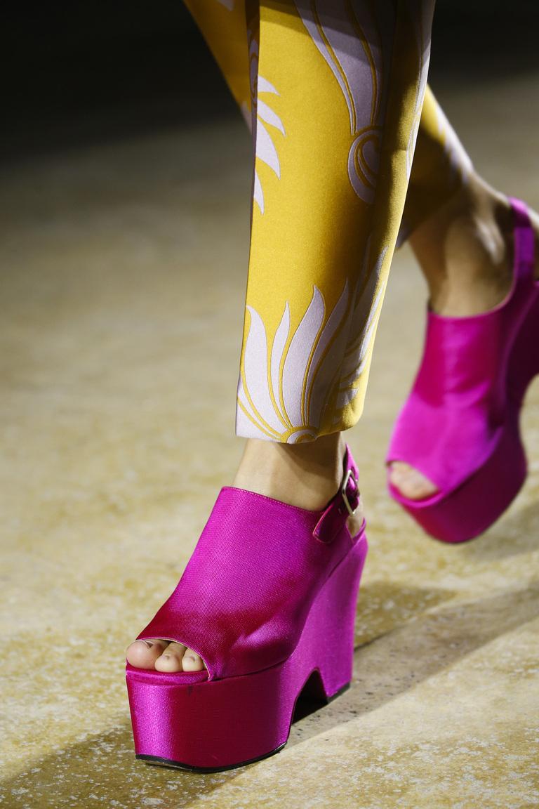 Розовые туфли на толстой подошве – фото новинка модной обуви 2016 в коллекции Dries Van Noten