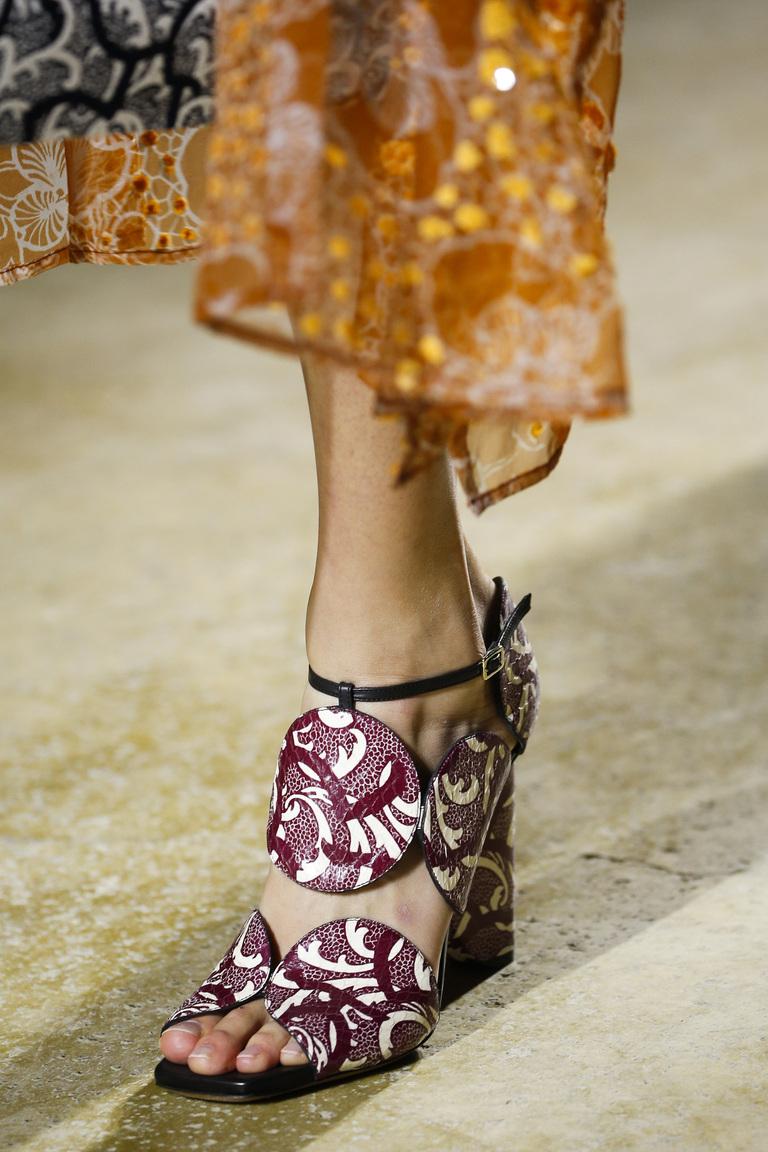 Интересный декор и принт модной обуви 2016 – фото новинка от Dries Van Noten