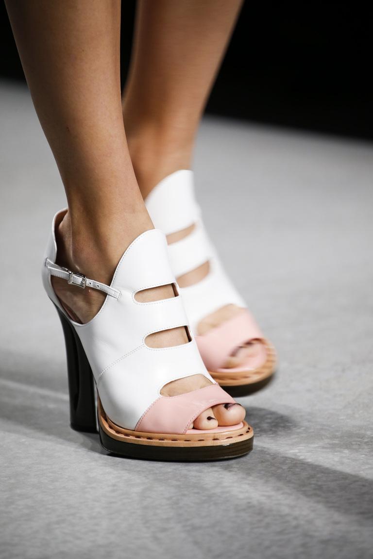 Белые модные туфли 2016 – фото новинка от Fendi