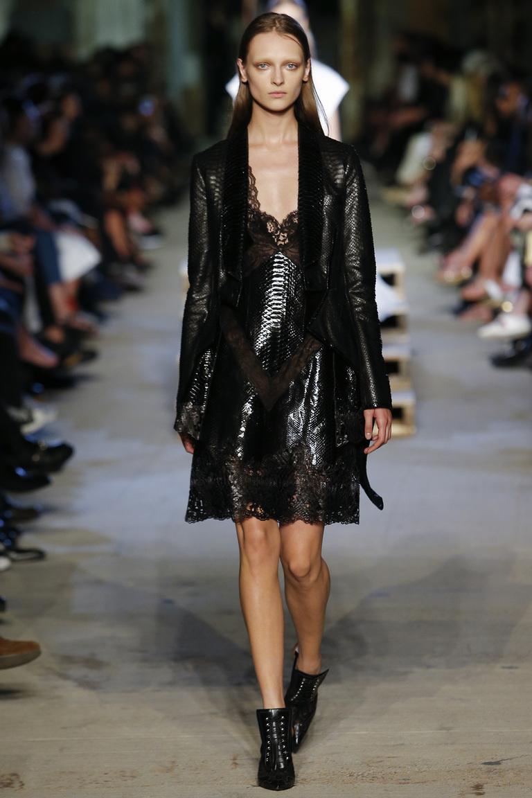 Модное кожаное платье 2016 с кружевом – фото новинки от Givenchy