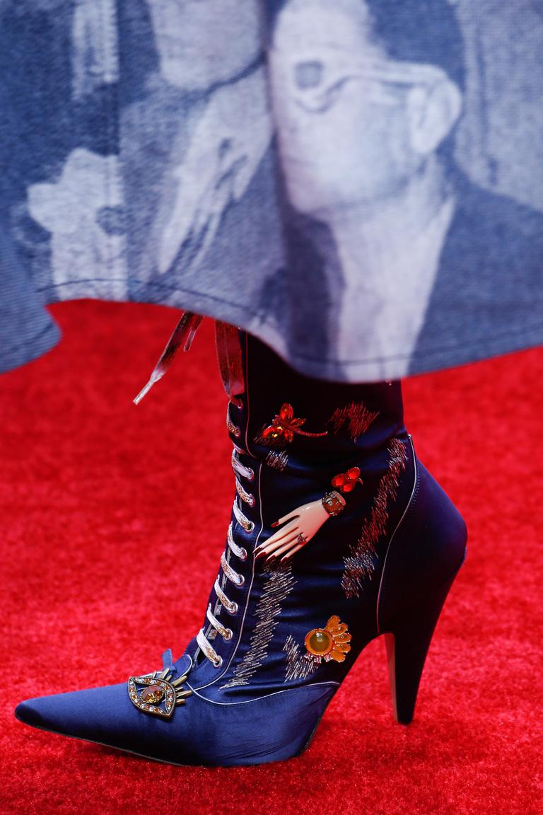 Женские сапоги со шнуровкой и декорированные рисунками – новинка в коллекции Marc Jacobs