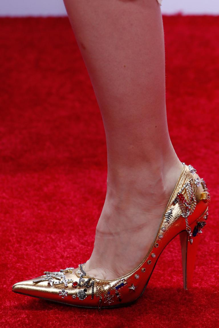 Золотистые туфли лодочки – самая модная модель обуви 2016 в коллекции Marc Jacobs