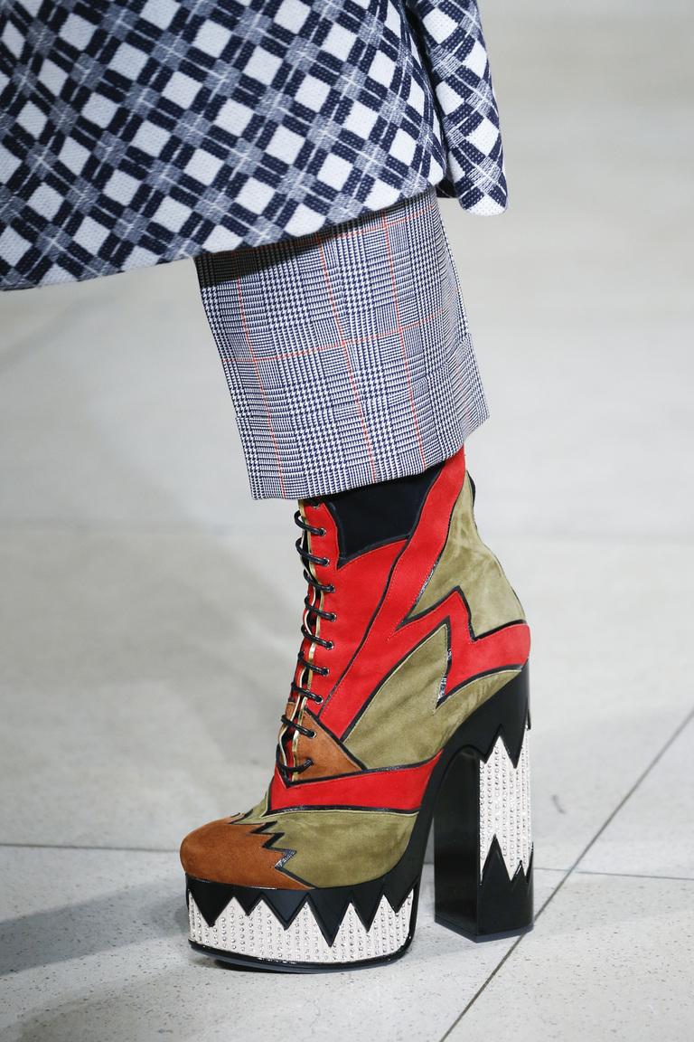 Модные сапоги с массивным каблуком – фото новинка в коллекции Miu Miu