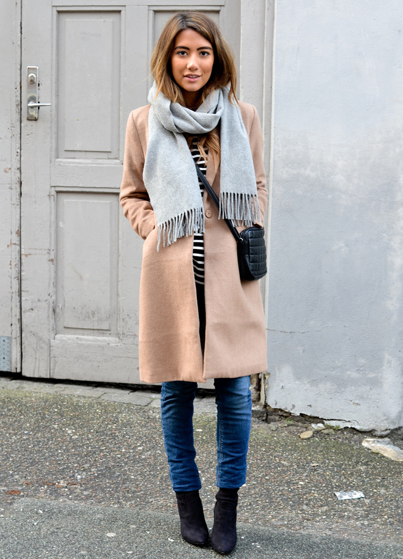 Новинка: варианты, как носить пальто с шарфом