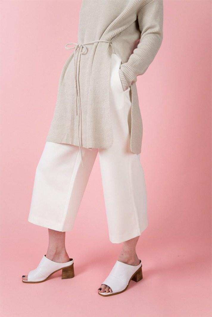 Светлый модный кардиган - фото новинки