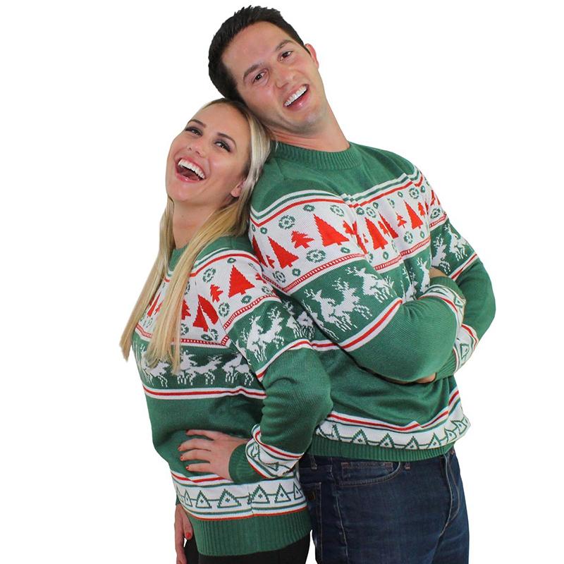 Модный женский свитер с оленями