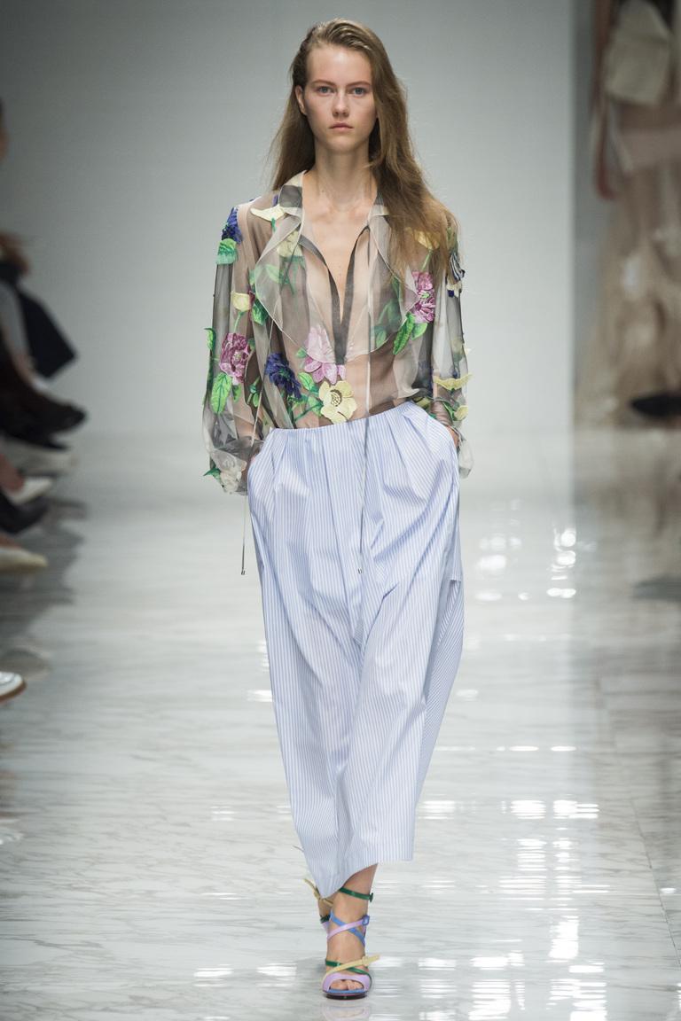 Модная блузка 2016 из легкой полупрозрачной ткани – фото новинки в коллекции Blumarine