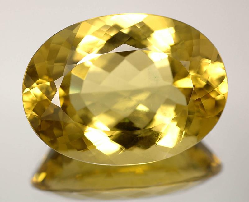 Драгоценный камень зеленый топаз фото