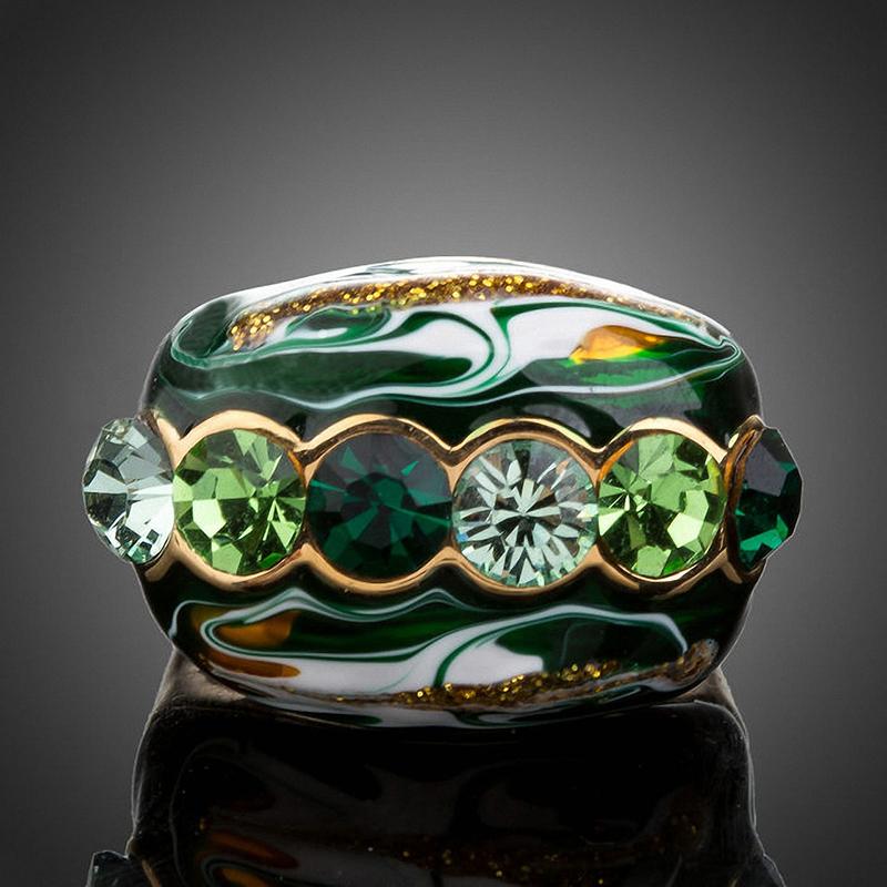 Камень зеленый топаз фото