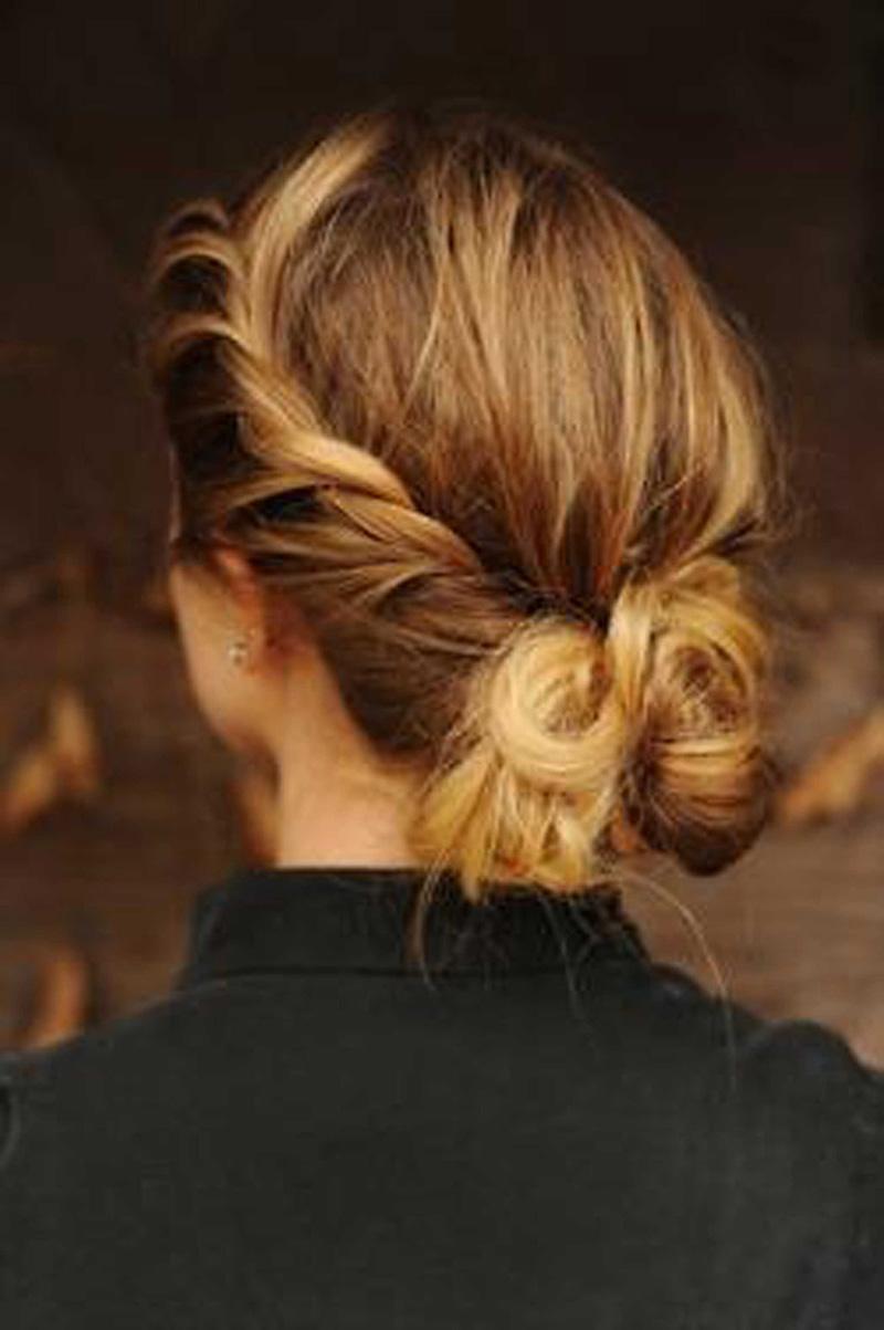 Модная прическа 2016 с косами