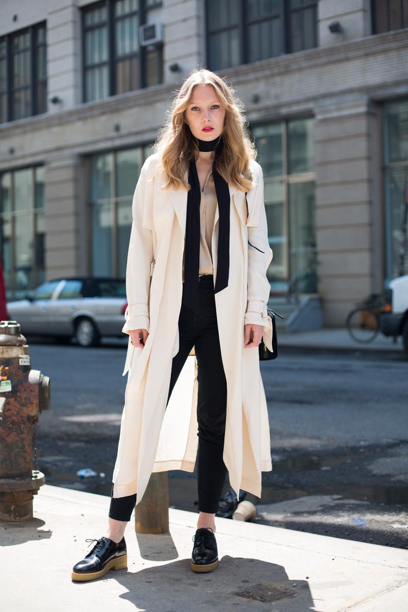 Модное длинное пальто с тоненьким шарфиком