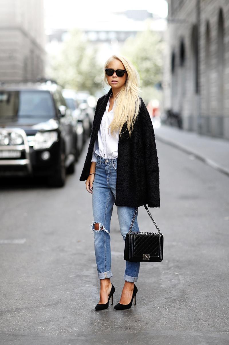 Фото: сочетание пальто с джинсами и туфлями-лодочками
