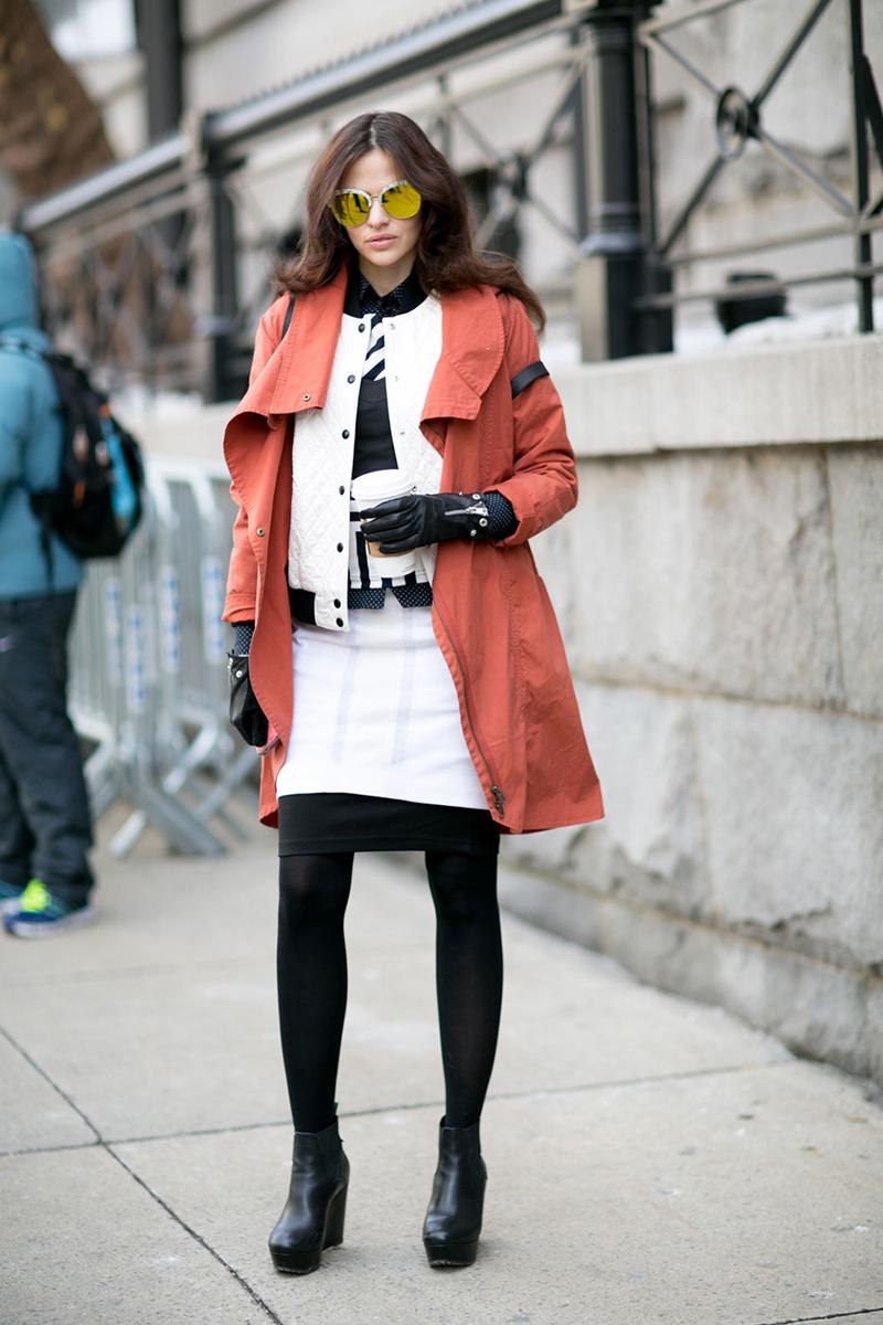 Платье и плащ – фото новинки уличной моды 2016