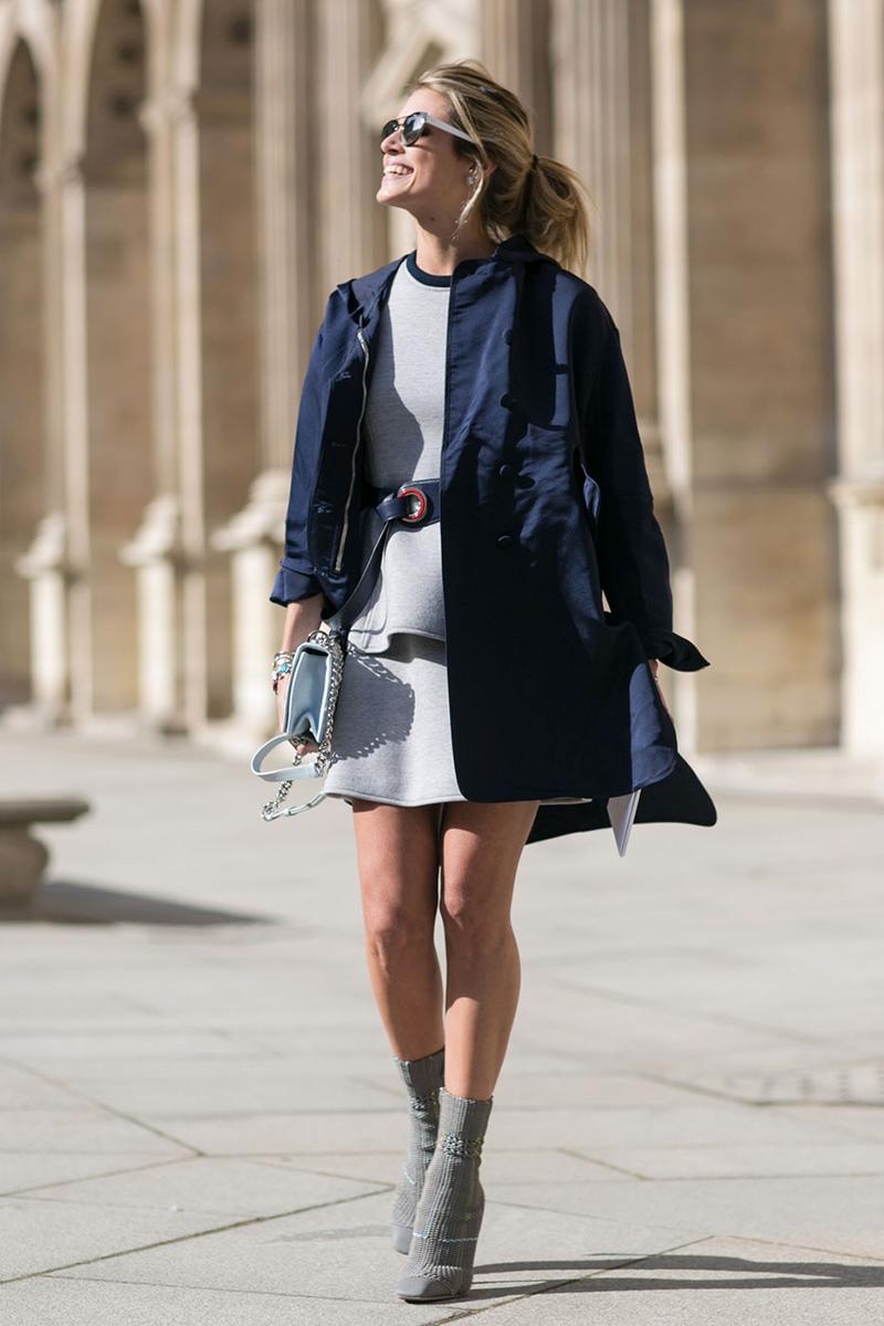 Короткий синий плащ - уличная мода 2016