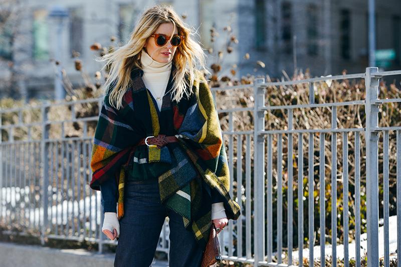 Модное пончо – фото новинки уличной моды 2016