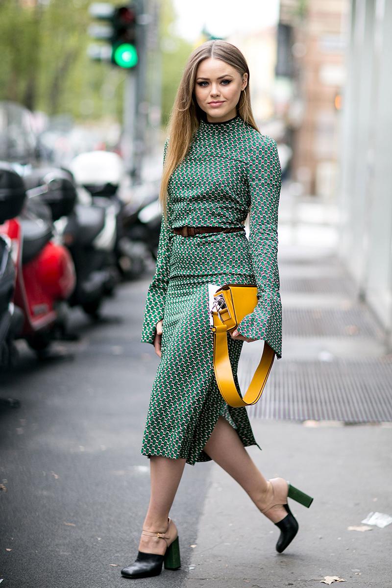 Модное зеленое платье – фото новинки уличной моды 2016