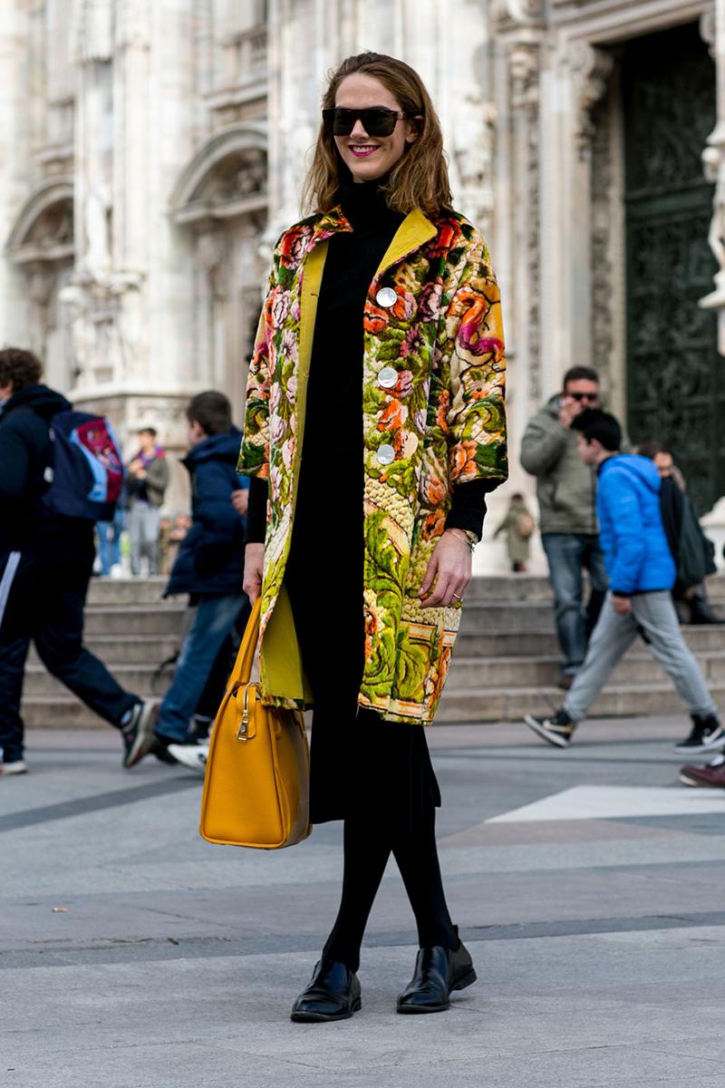 Желтое модное пальто – фото новинки уличной моды 2016