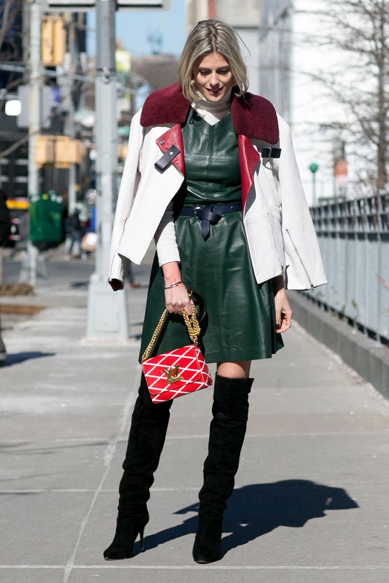 Кожаное зеленое платье – уличная мода 2016