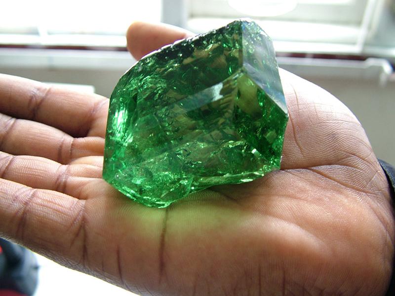 Зеленый гранат красивый камень фото