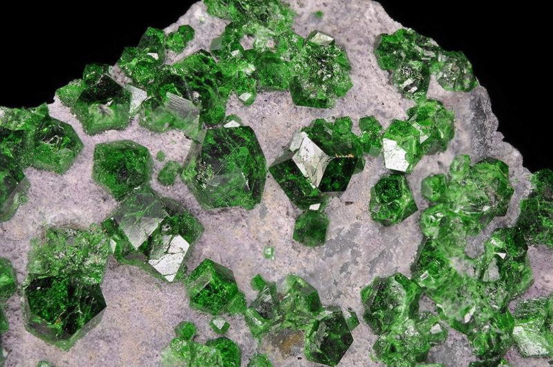 Фото зеленый гранат камень эгоист