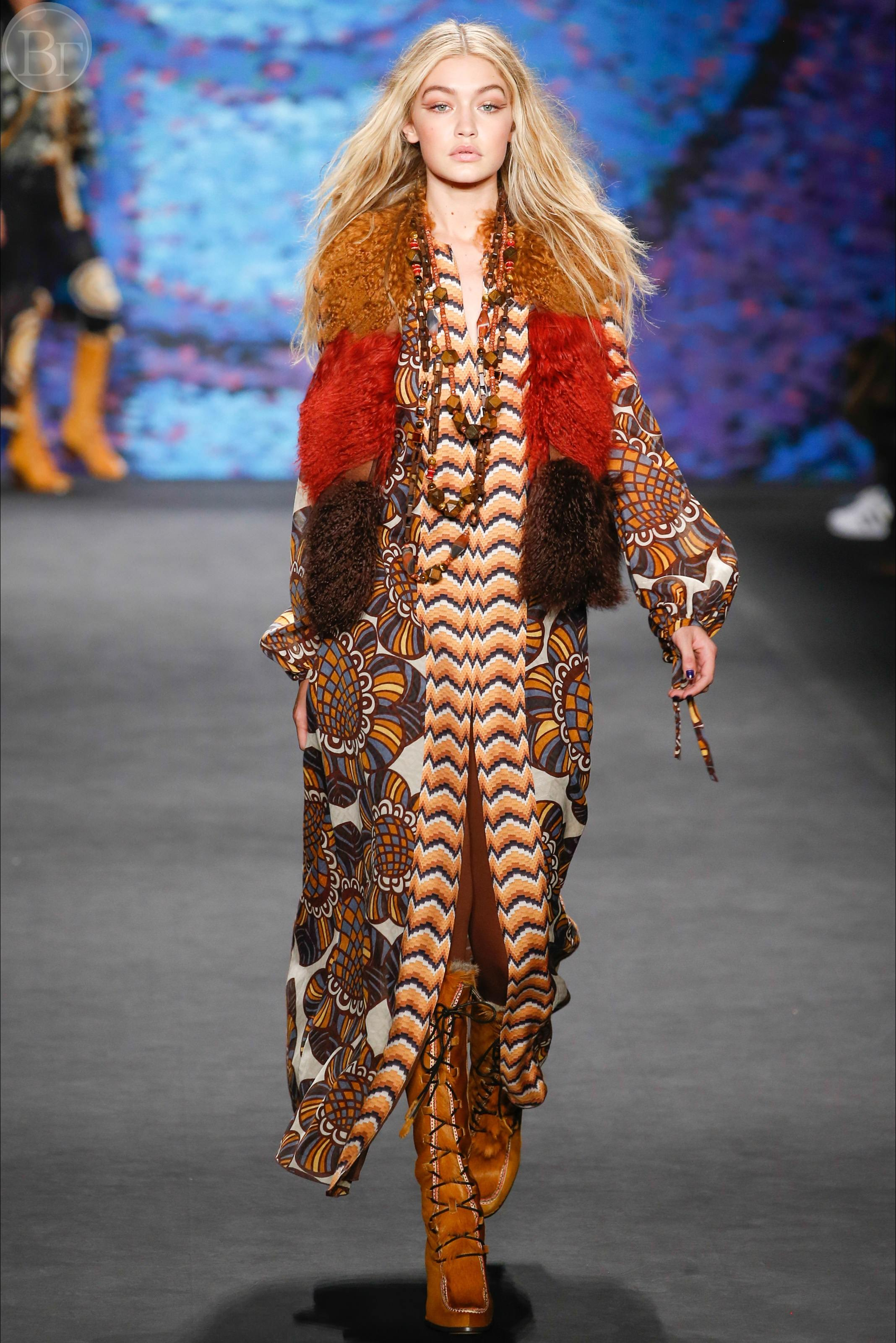 Бохо стиль, совмещенный со стилем хиппи – коллекция Anna Sui