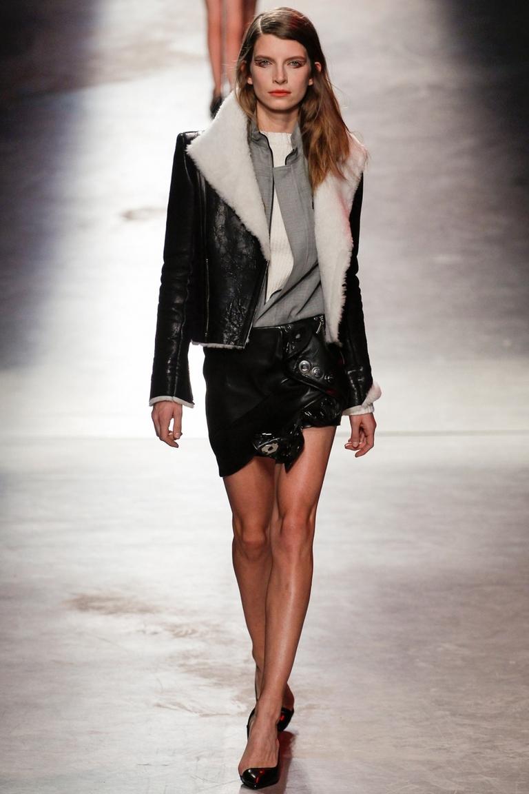 Модная короткая куртка – фото новинки в коллекции Anthony Vaccarello