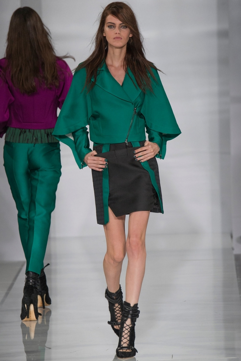 Зеленая модная куртка с трапециевидным рукавом — фото новинка в коллекции Antonio Berardi