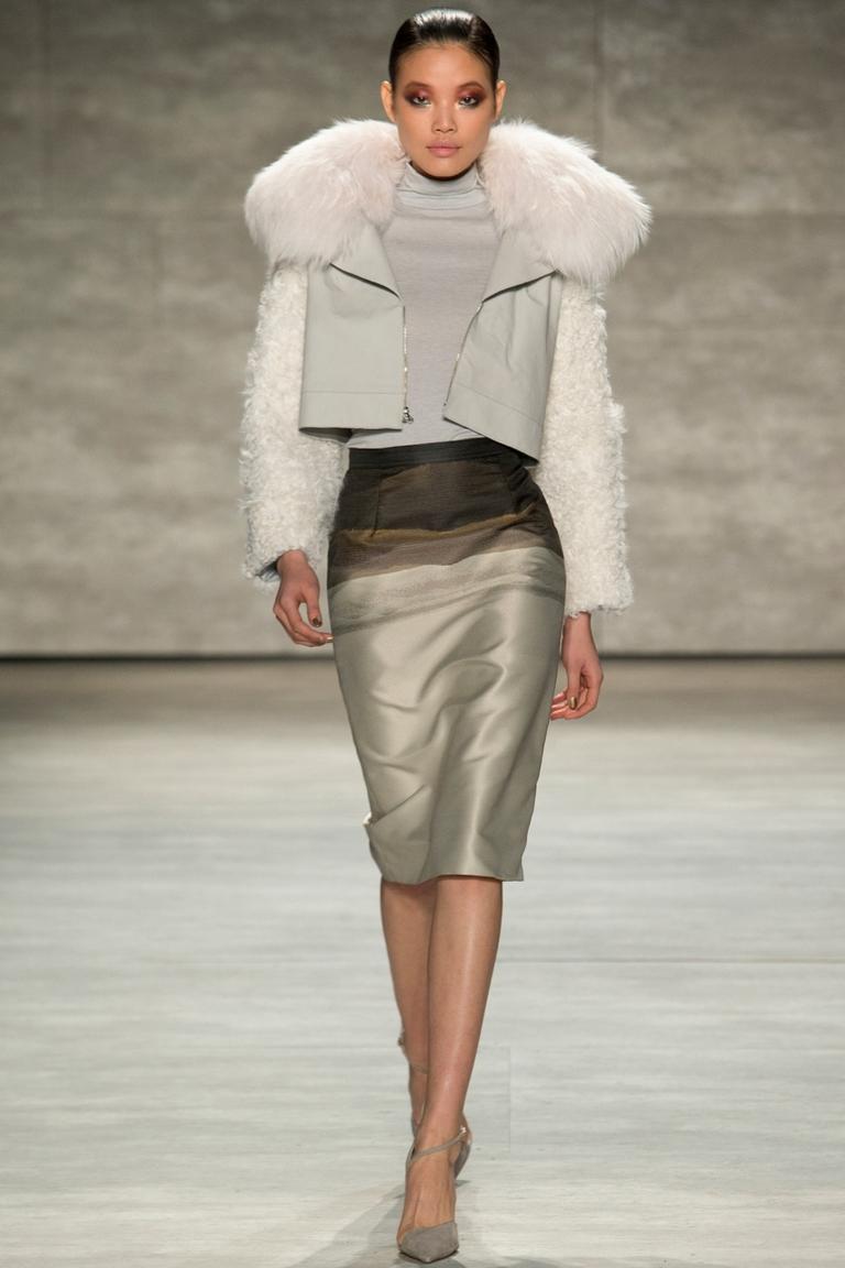 Короткая модная куртка с меховым воротником – Bibhu Mohapatra
