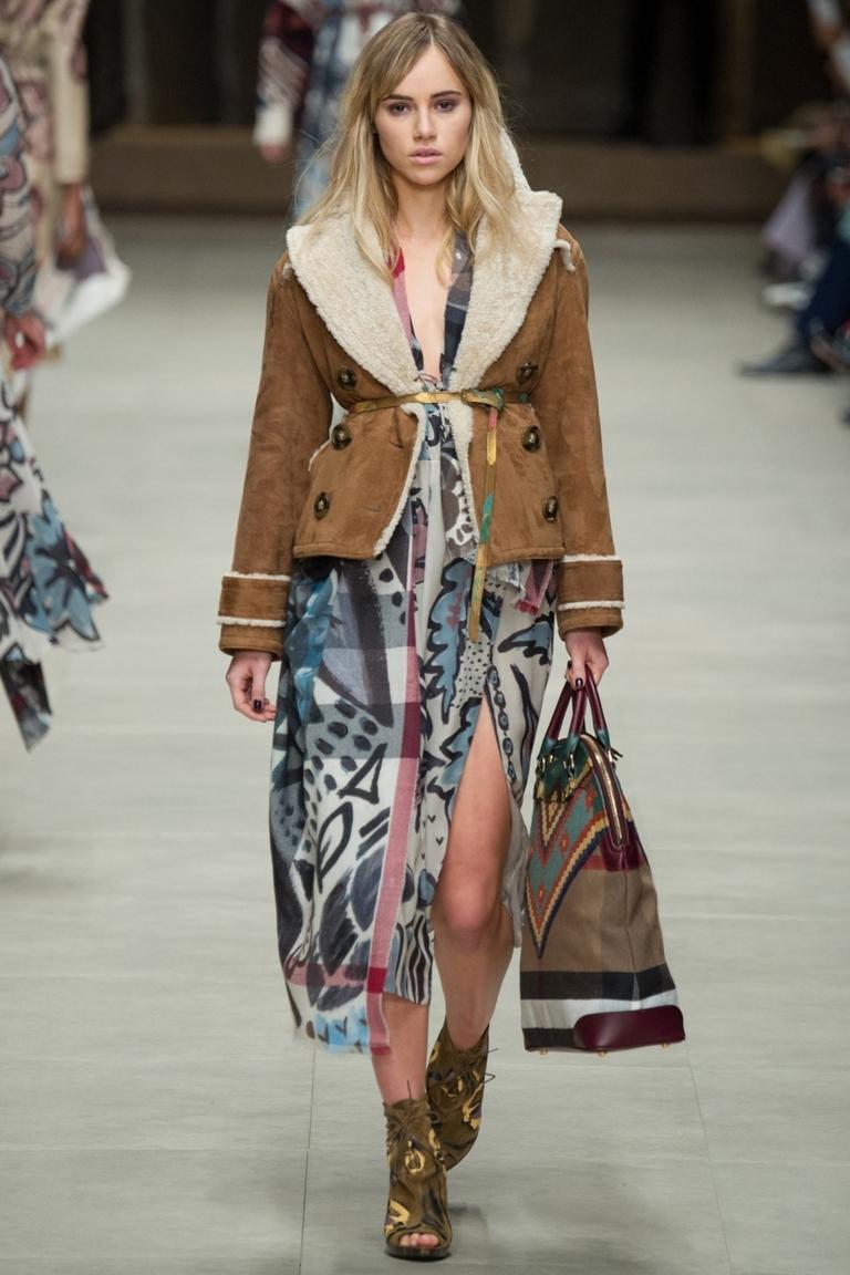 Модная короткая куртка с длинным платьем – фото новинка в коллекции Burberry