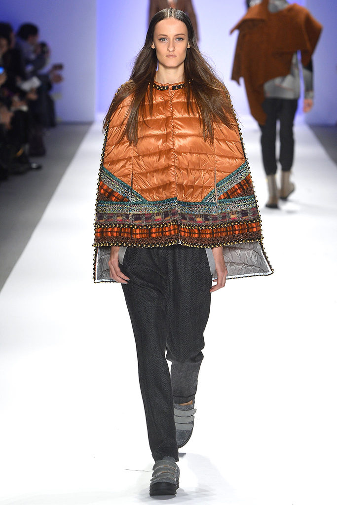 Супер-модная модель пальто-пончо на синтепоне в этно-стиле – фото новинка в коллекции Custo Barcelona