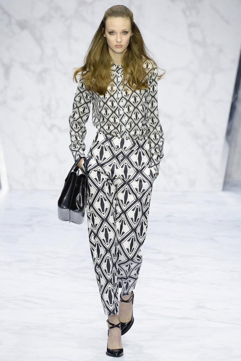 Выбирайте в сезоне весна-лето 2016 брюки с геометрическим принтом, это добавит +1000 к Вашему модному гардеробу-фото новинки в коллекции Daks