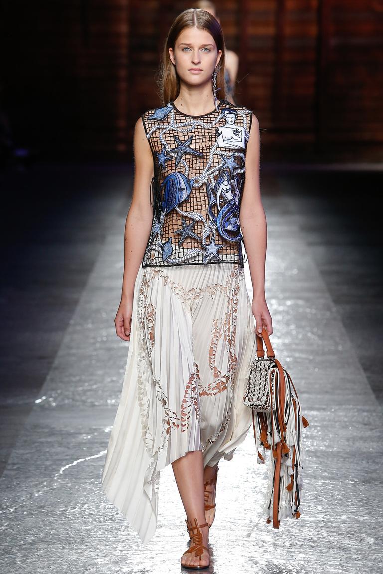 Еще одна очень интересная модель юбки весны и лета 2016 – фото новинка в коллекции Emilio-Pucci.