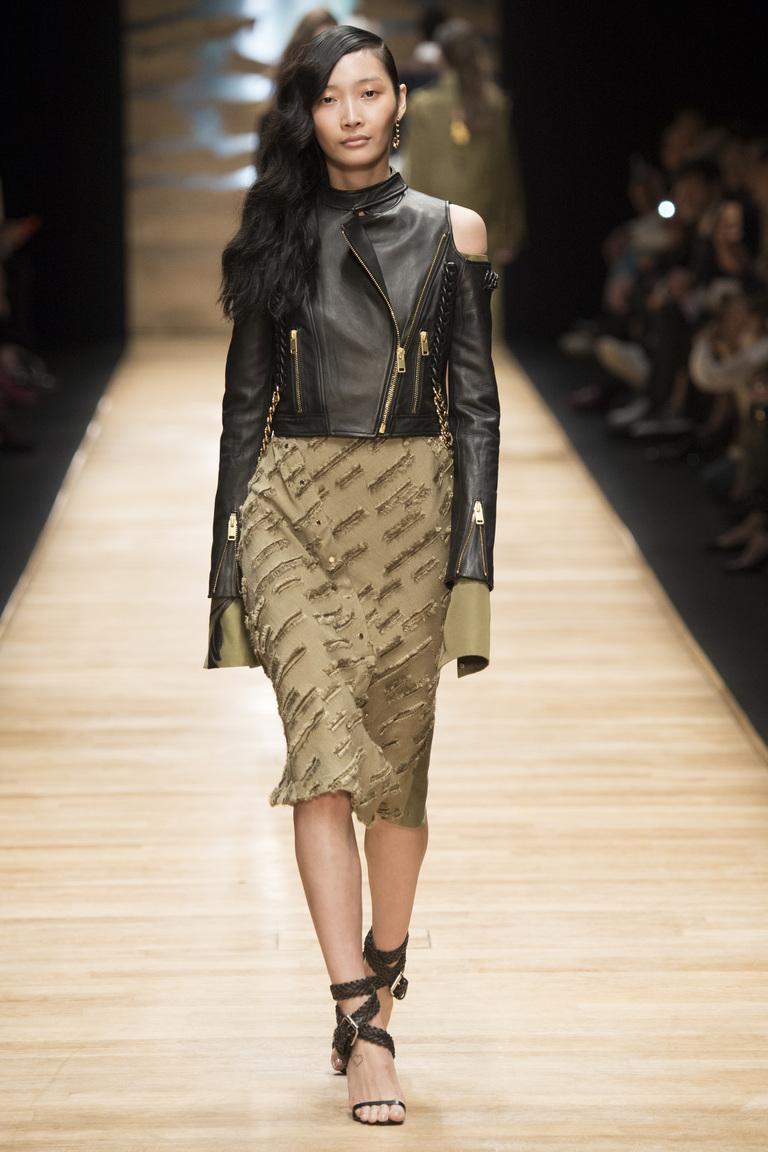 Для поклонников стиля милитари и кэжуала – модная юбка весна-лето 2016 с декоративными порезами – фото новинка в коллекции Guy Laroche.