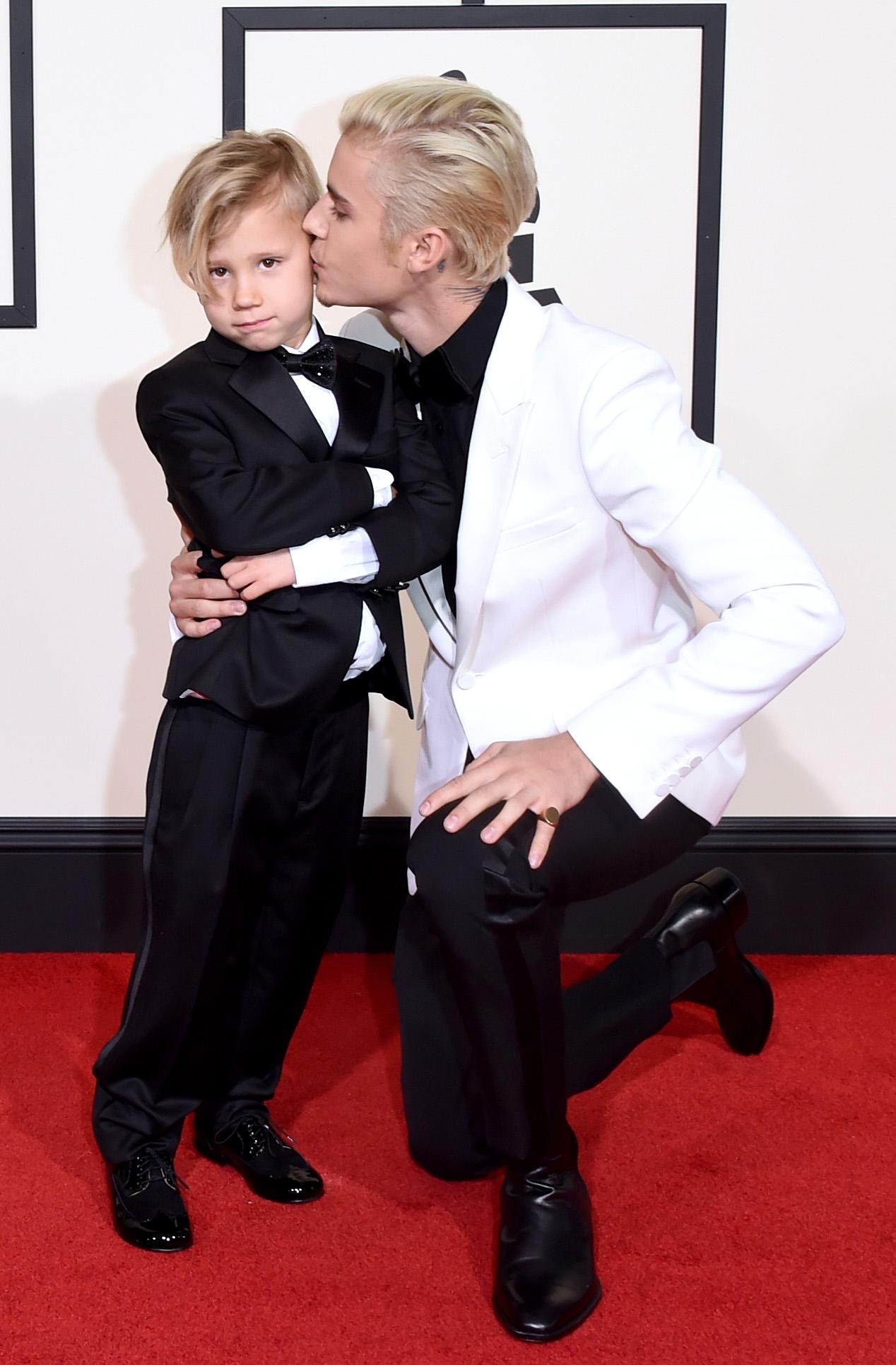 Джастин Бибер с младшим братом на церемонии Грэмми 2016