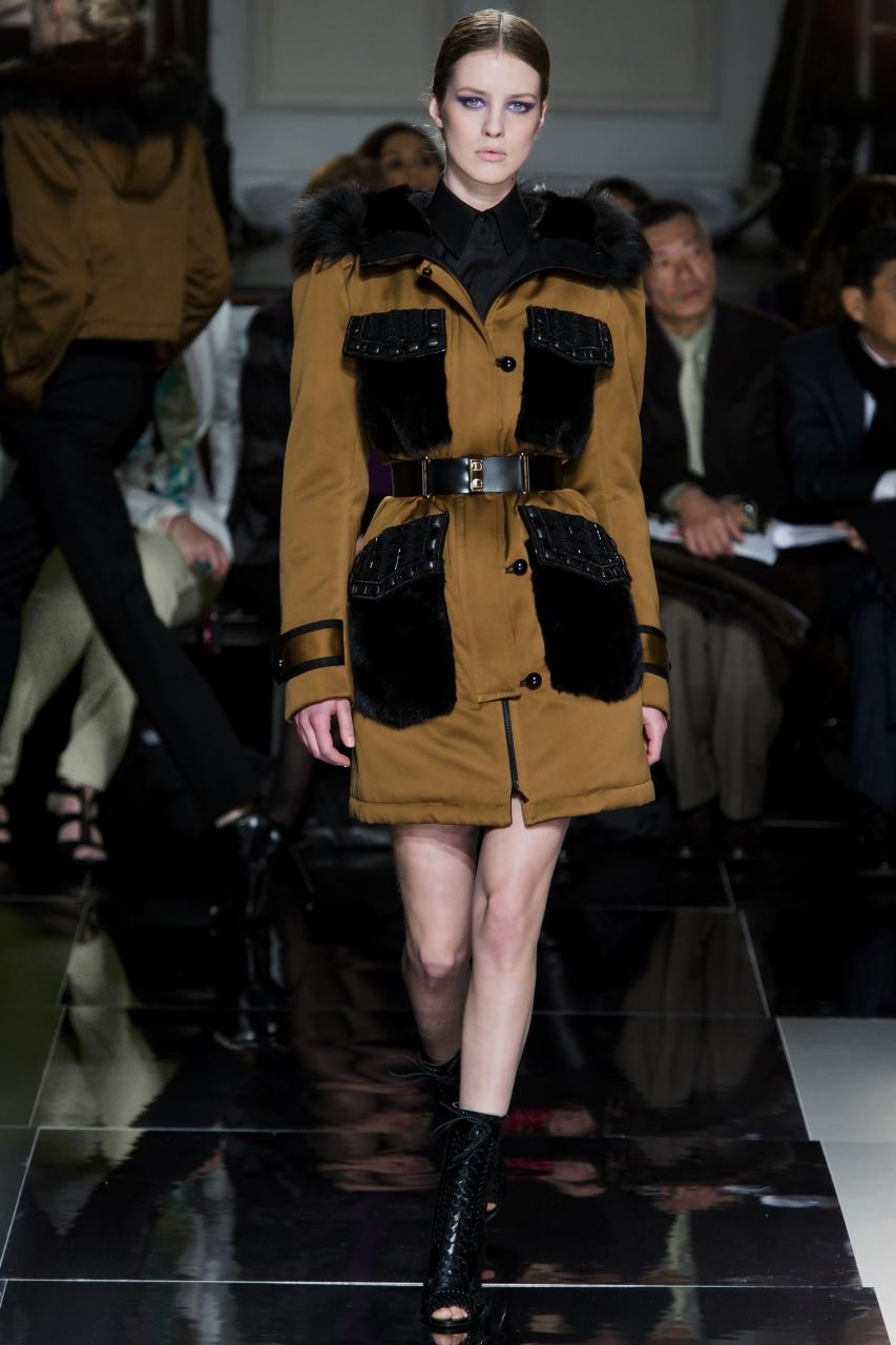 Пальто на синтепоне, напоминающее парку, но с поясом – фото новинка в коллекции Jason Wu